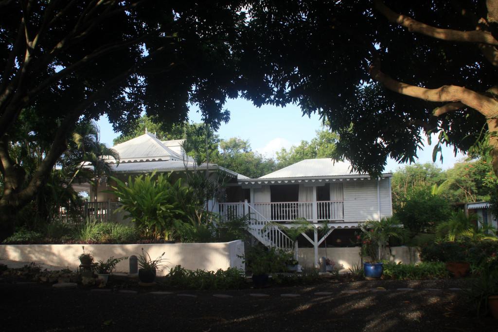 Vue Villa Principale + aile