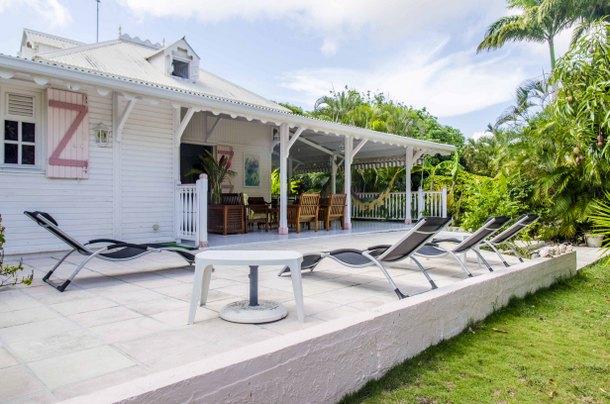 Photos de la villa guadeloupe avec piscine dans les antilles - Terrasse avec jardin reims ...